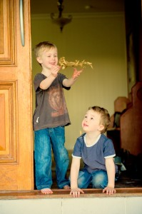 Photo of Nathanial with his brother Flynn.